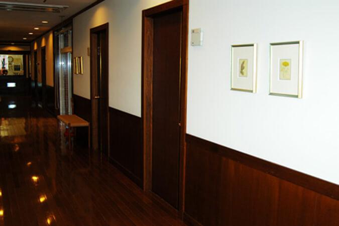 岸クリニック2階入院室入り口の画像