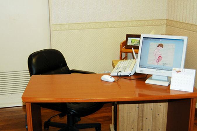 岸クリニック産婦人科診察室の画像